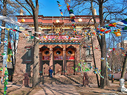 Работы по восстановлению буддийского храма идут успешно