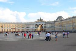 Санкт-Петербург приглашает туристов