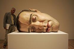 Выставка скульптур Рона Мьюека в Финляндии