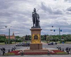 Петербург второй по популярности по патриотическому туризму